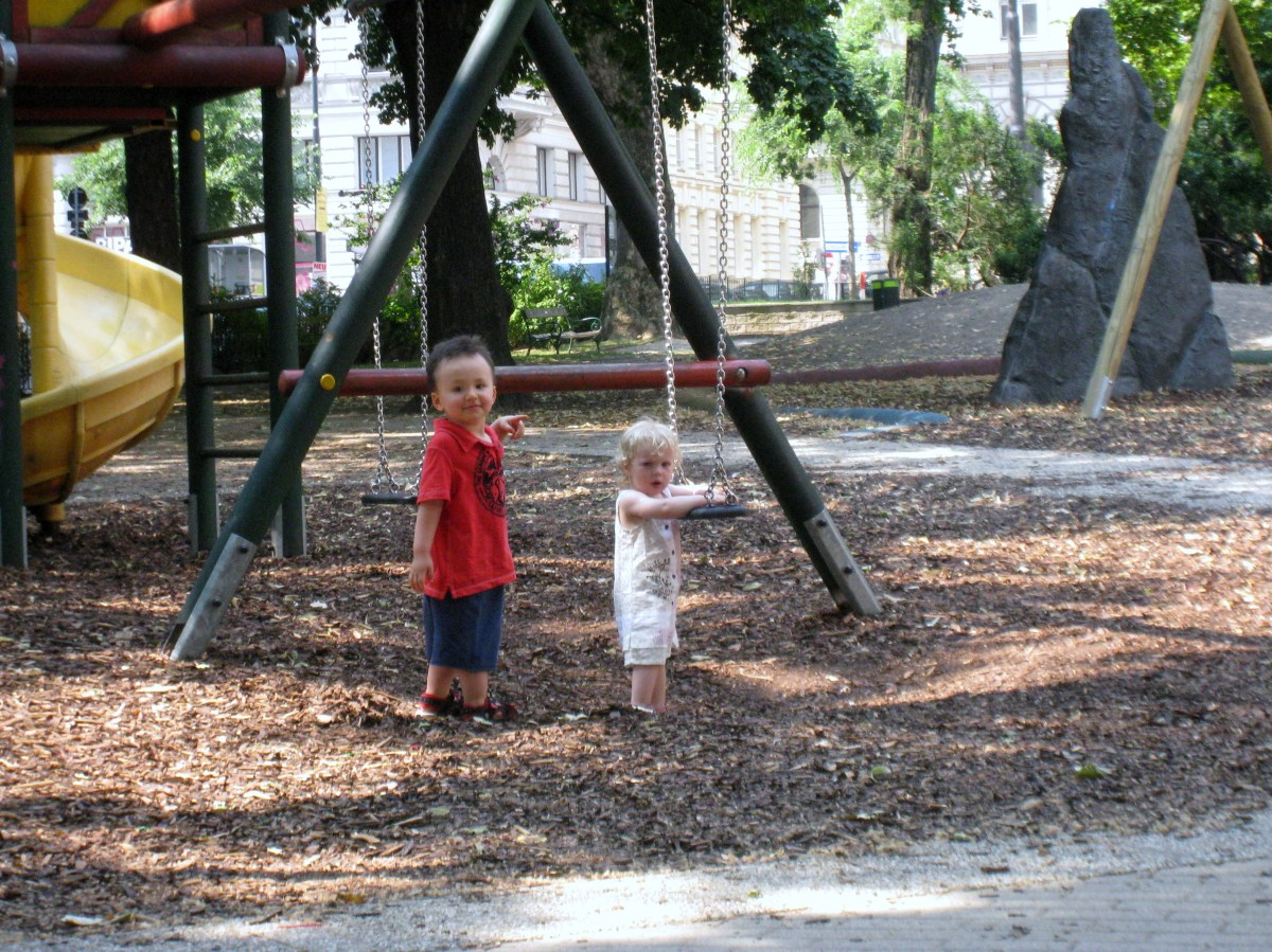 Kids meeting for the first time in Vienna Playground with no shared language: are they authentic with each other?