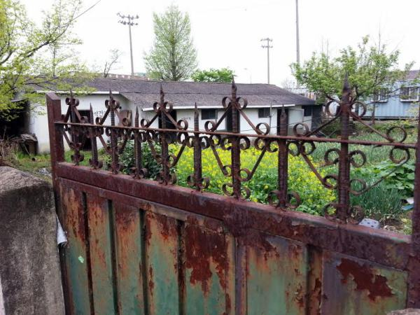 FF_david-stewart_rusty gate
